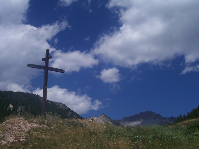A wooden cross on the hillside at Souliers, France