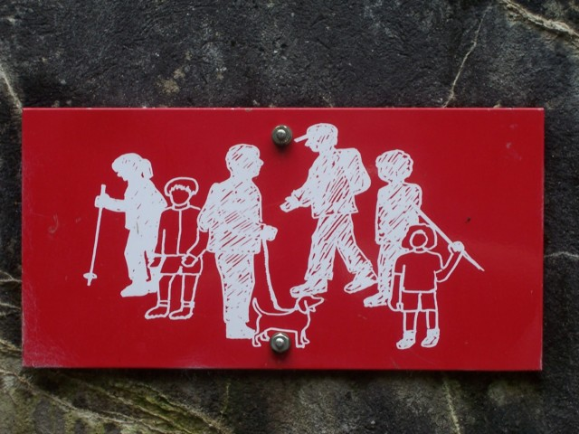 A skiing and walking sign in Norway