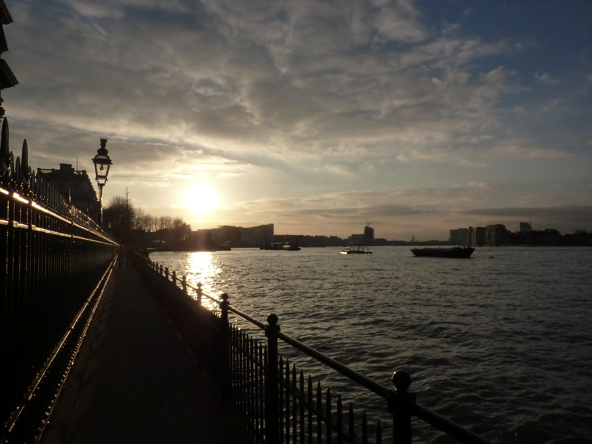 Setting sun over the River Thames in Greenwich