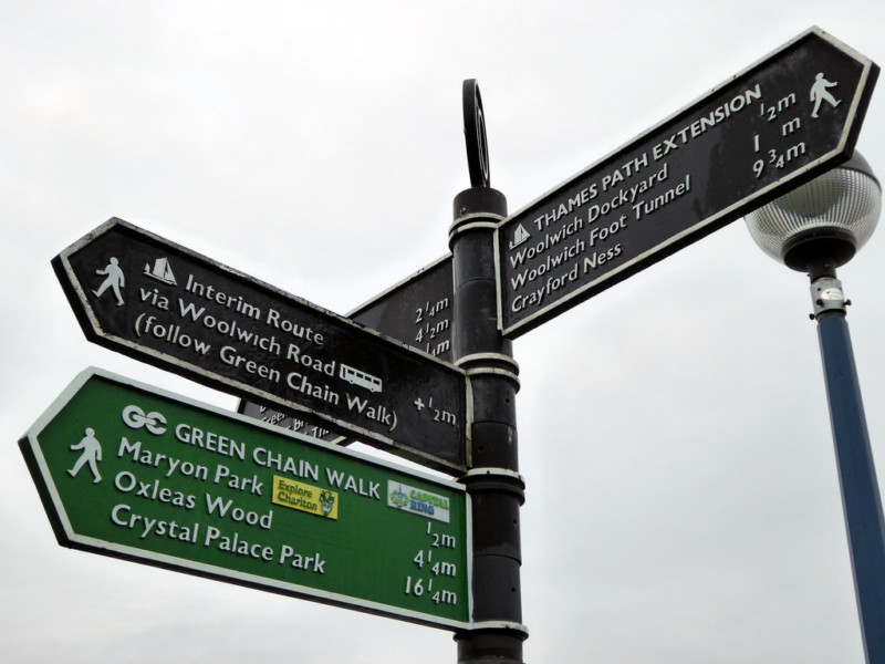 Signpost at the start of the Thames Path Extension