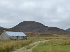 Dalnashallag bothy in Glen Banchor, on the East Highland Way