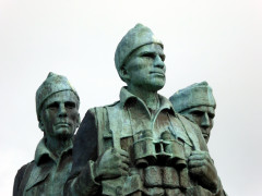 Closeup of the faces of the Commando Memorial statue