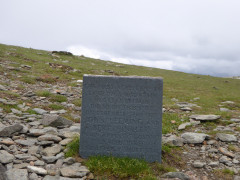 Monument from 1926 marking the occassion of a plane landing on Helvellyn