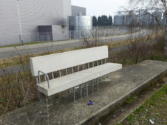 Bench made out of concrere